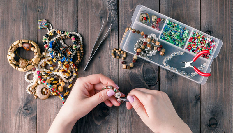We made a list of the best websites to sell handmade jewelry so you can make money right away.
