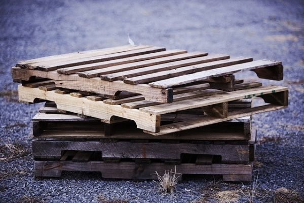 Collecting and selling wood pallets has become a popular and unique business opportunity for people looking to make a little extra cash each month or replace their income from a regular job. If you're interested in starting, read this article to learn where to find free wood pallets in your area.