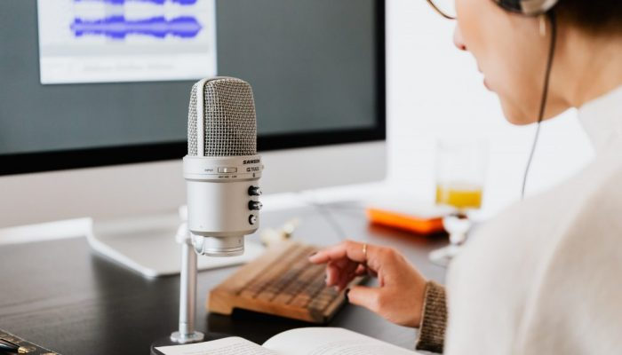 Get paid to complete easy voice-over jobs for beginners from home. Check out our selection of top-ranked websites that pay freelance voice-over artists.